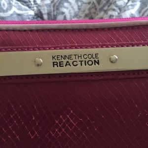 Kenneth Cole Bags - NWT Kenneth cole reaction wallet pink with zipper